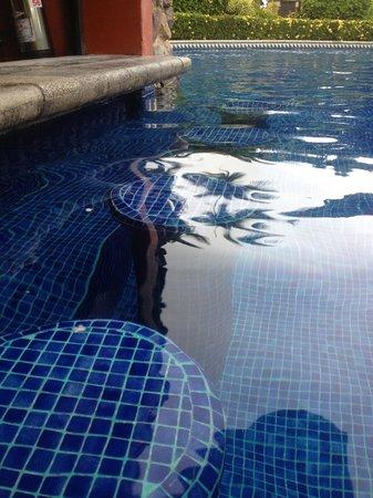 Los Suenos Marriott Ocean & Golf Resort: Pool bar oasis