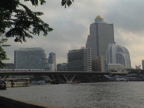 ibis Bangkok Riverside : Pemandangan dari hotel