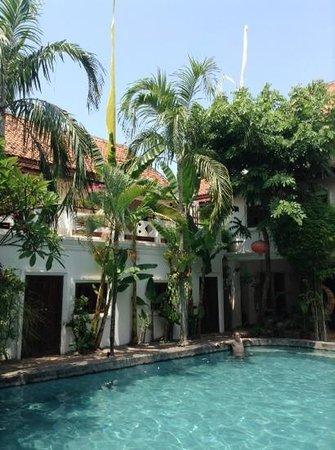 Rambutan Resort - Siem Reap: swimming pool and courtyard