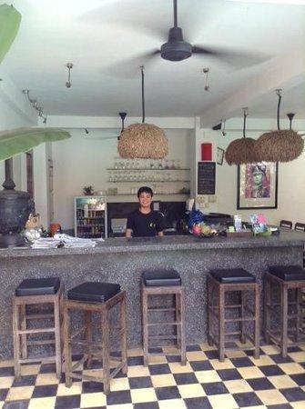 Rambutan Resort - Siem Reap: bar and breakfast area