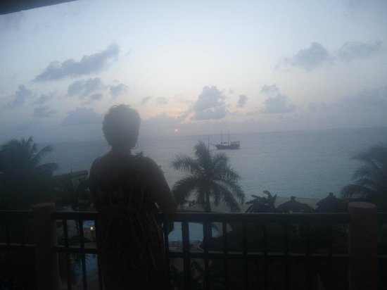 Jean Laffite Pirate Dinner Cruise: We saw the Pirate Ship from our balcony at El Coz