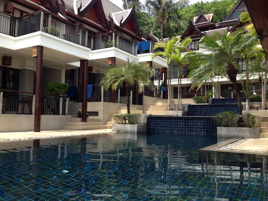 Baan Yin Dee Boutique Resort: Top pool/waterfall feature leading to bottom pool