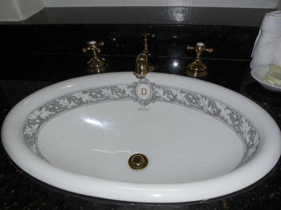 The Driskill: Sink detal