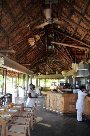 Tamassa Resort: Restaurant de la plage