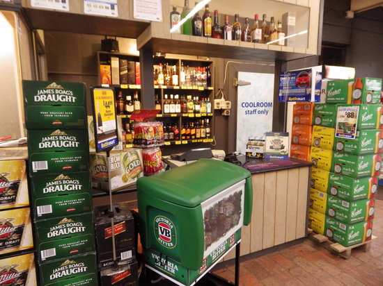 Delatite Hotel: Our Bottlemart bottleshop is well stocked and open 7 days a week