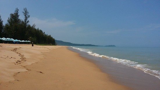 Khaolak Orchid Beach Resort: The beach- Its all yours!!