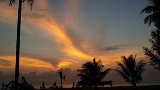 Khaolak Orchid Beach Resort: Paintings in the sky