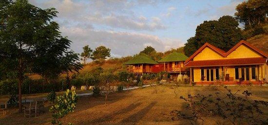 Yut Inn Flower Paradise: Yut's Inn Flower Paradise Gili Gede