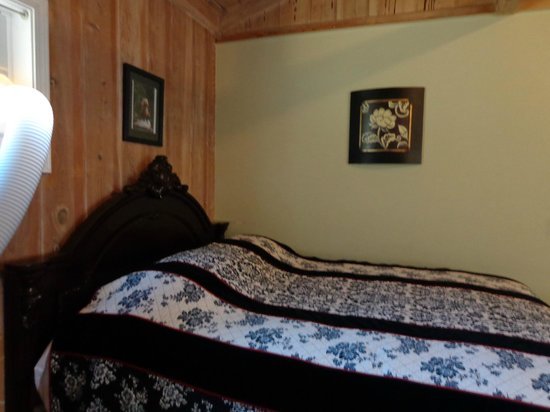 Rock Creek Inn: my bed