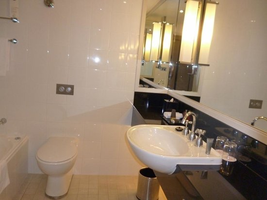 Sydney Harbour Marriott Hotel at Circular Quay: Bathroom