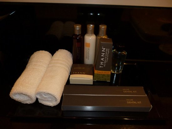 Sydney Harbour Marriott Hotel at Circular Quay: Toiletries provided in suite