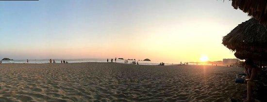 Krystal Ixtapa : Desde las palapas que dan a la playa.