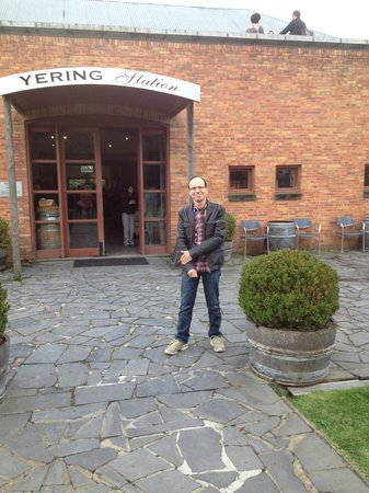 Vinetrekker Wine and Food Tours : Yering Station Winery
