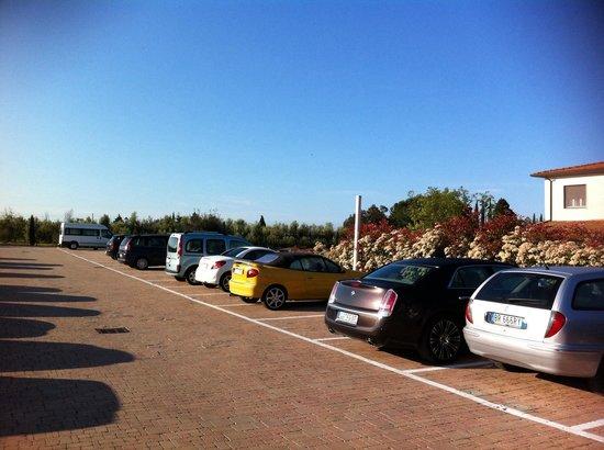 Borgo Verde: Parkplatz