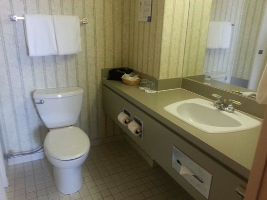 Coast Plaza Hotel & Suites: Always clean!