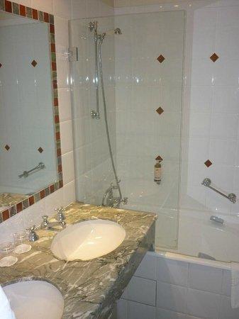 Hotel Brighton: Bad-Dusche
