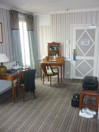 Hotel Brighton - Esprit de France : Zimmer-Eingang