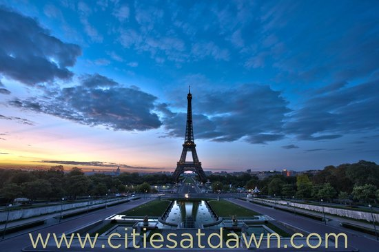 Eiffel Tower at dawn, Paris - Picture of Cities at Dawn