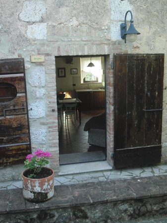 Agriturismo Il Caggio: The entrance to Gli Ulivi - our place
