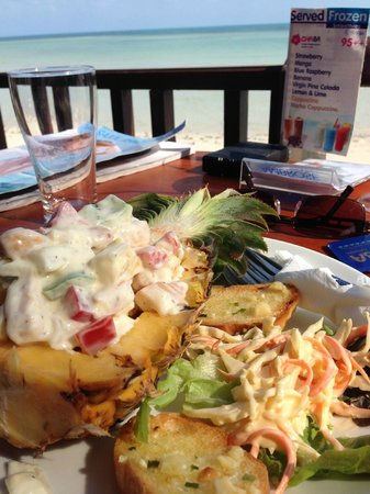 Chaba Cabana Beach Resort: lunch at the restaurant