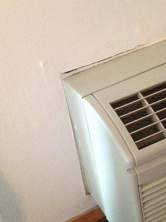 Ramada Pocatello: air conditioner / heater in bedroom