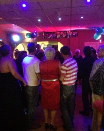 Queens Promenade Hotel: New Year's Eve at the queens Promonade fully booked as usual with lovely guests and great line u