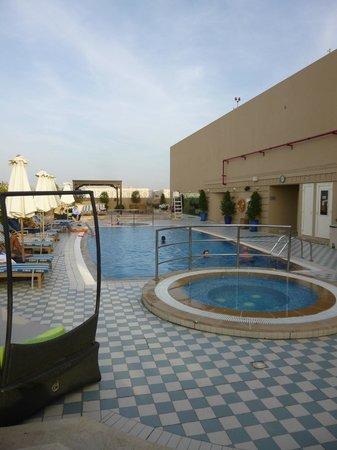 Marriott Executive Apartments Dubai Creek : Swimming pool
