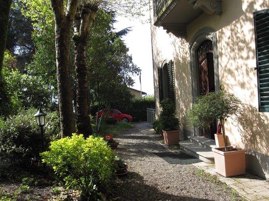 Entrada al Hotel Villa Porta all'Arco