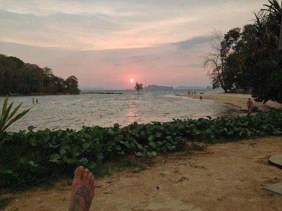 Nakamanda Resort & Spa: Hier verbringen wir die letzten Stunden des Tages auf den Liegestühlen.