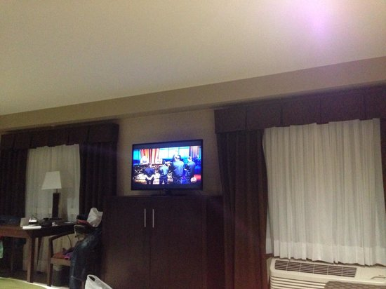 Holiday Inn Express Golden: Two full size windows and an LED tv