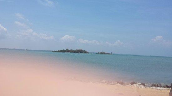 Nirwana Gardens - Nirwana Resort Hotel : Back of resort beach