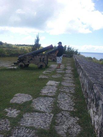 Fort Nuestra Senora de la Soledad: Side view of the three canons at Fort Soledad, Guam