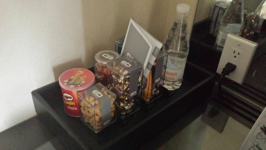 EB Hotel Miami Airport: Snacks For Purchase