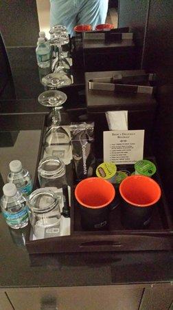 EB Hotel Miami Airport: Glassware