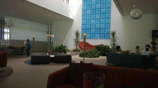 Hilton Cairns: Lobby