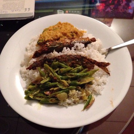 Hikka Train Hostel @ Surf Beach : Srilankan rice and dhalcurry with fish