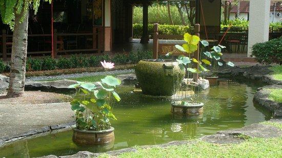 Holiday Villa Beach Resort & Spa Langkawi : На территории