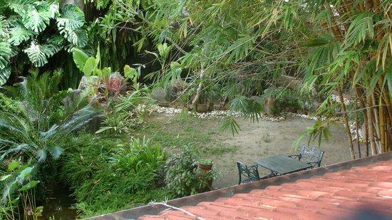 Holiday Villa Beach Resort & Spa Langkawi : Вид с общего балкона на внутреннюю территорию