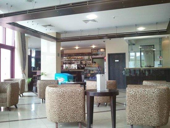 DoubleTree by Hilton Varna - Golden Sands: холл