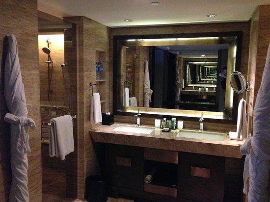 Hilton Beijing Wangfujing: washroom