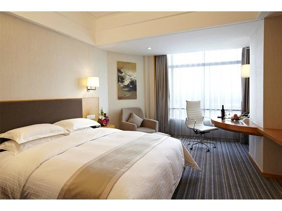 Ramada Pudong Airport Shanghai: Superior King Room