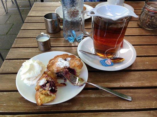 PIQNIQ: GF Cake and Tea!