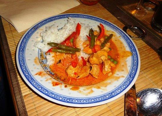 Thai-Wok Thailandisches Restaurant Altenufer: rotes Thaicurry Hühnerfleisch mit Reis