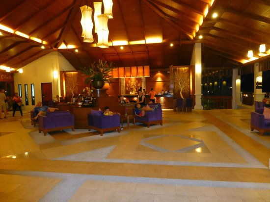 Horizon Karon Beach Resort & Spa: lobby
