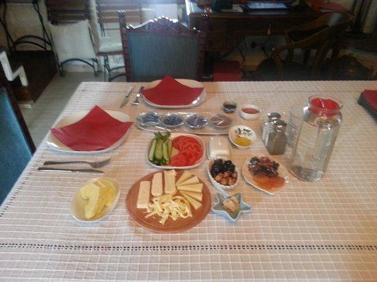 Assos Nar Konak: indoor breakfast