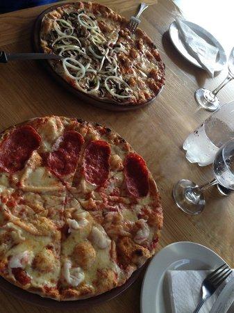 Col'Cacchio pizzeria Knysna: Pizza, awesome!