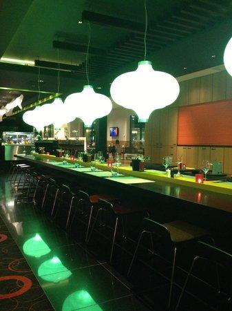 Novotel Amsterdam City: Une partie du restaurant