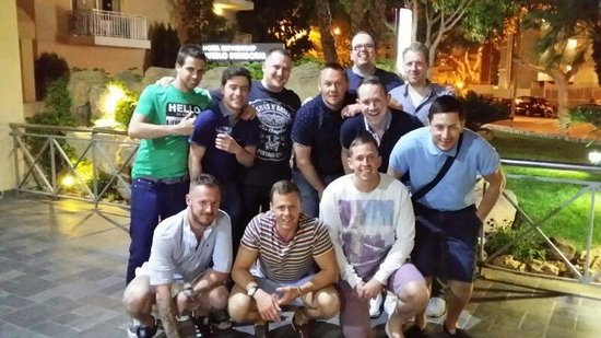 Servigroup Pueblo Benidorm: A rare photo of the complete set of Benny Boys outside reception