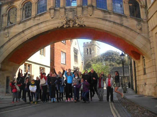 Footprints Tours Oxford: Jumpy souvenir picture