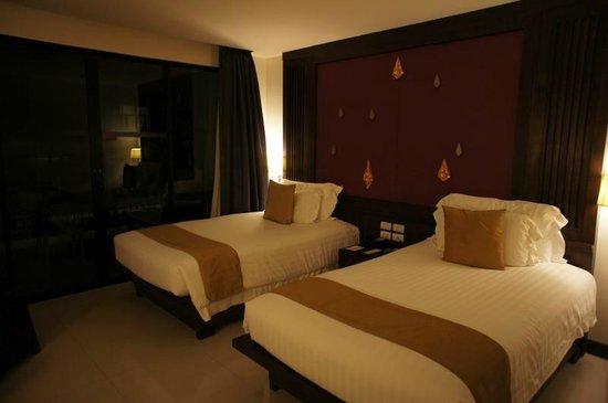 Centara Anda Dhevi Resort and Spa : お部屋はかなり広めだし、床もフローリング(タイル?)で清潔です。